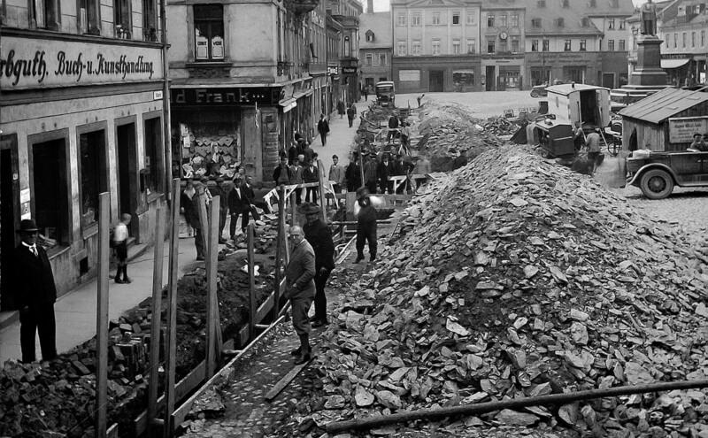 Schleusenverlegung auf dem Reichenbacher Markt um 1920