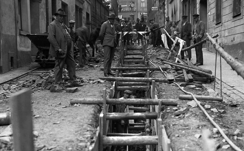 Schleusenverlegung in der Langen Gasse in Reichenbach um 1920