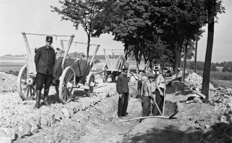 grundhafter Ausbau der Lengenfelder Strasse in H?he Kaltes Feld 1934